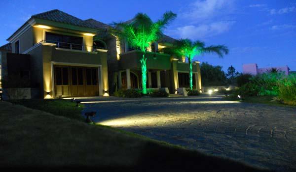 Iluminacion Jardin Exterior. Diseno Decoracin Luces Jardin ...